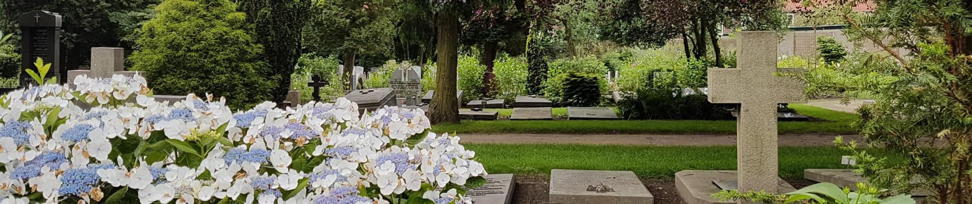 Een aantal graven op RK begraafplaats St. Barbara